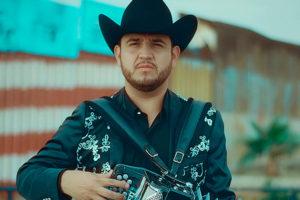 Edén Muñoz cantando rolas que le escribió a Banda MS